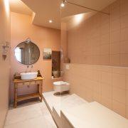 Salle de bain rose, gite de charme Colmar